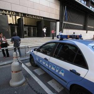 Ruba cellulare ad una donna, a Genova il ladro bloccato da due giovani