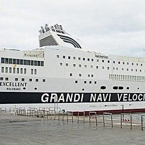 Incendio a bordo del traghetto Excellent di Gnv