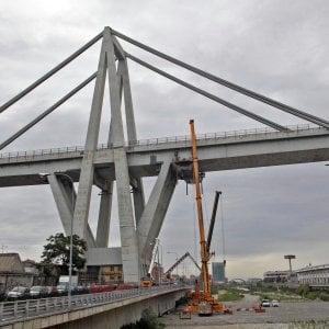 Rischio crollo per il vento dei ponteggi a Ponte Morandi, sulla Genova-Savona