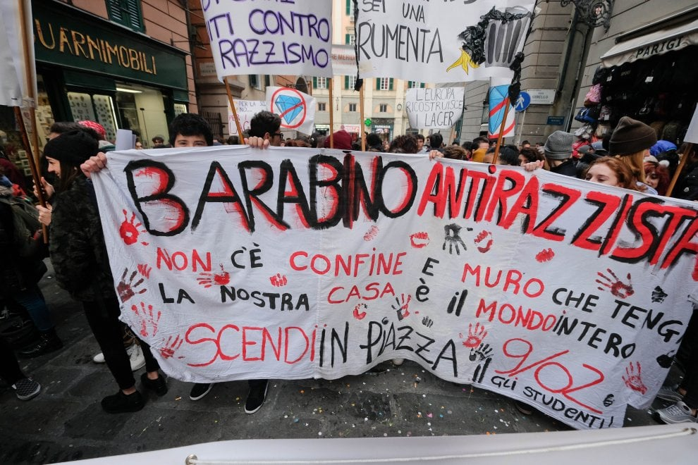 Il corteo antirazzista degli studenti genovesi