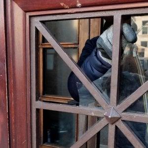 Sasso contro il liceo D'Oria, la solidarietà della ministra Fedeli