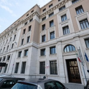 """Accuse """"classiste"""" pietra contro i vetri del liceo D'Oria di Genova"""