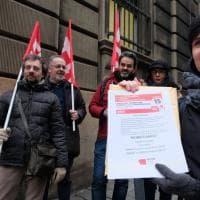Maestri diplomati a rischio, presidio a Genova