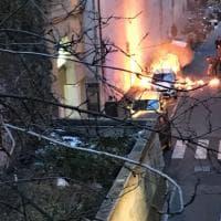 Incendio dietro la coop di Piccapietra, in fiamme un cassonetto, danneggiata un'auto