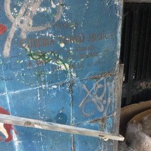 Degrado e spazzatura, bloccata l'uscita di sicurezza del teatro Carlo Felice