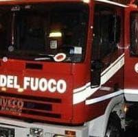 In fiamme ulivi, rogo sfiora borgo Sant'Apollinare