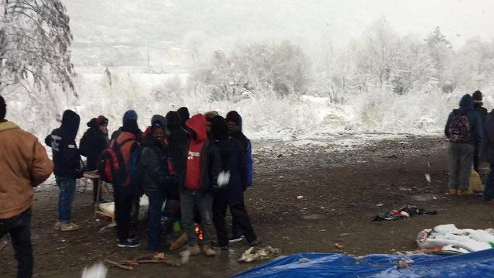 I migranti sotto la neve a Ventimiglia