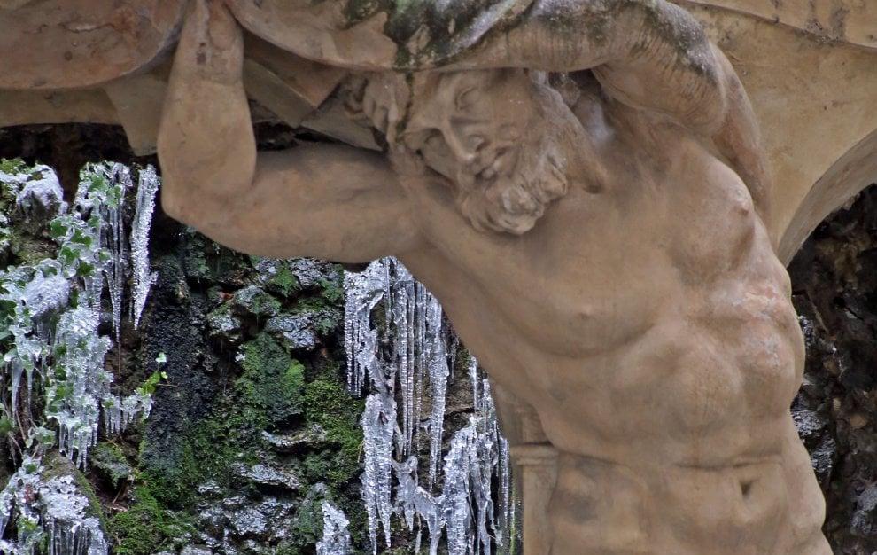 Genova, il gelo in città, senza dimora accampati sotto il ponte sul Polcevera