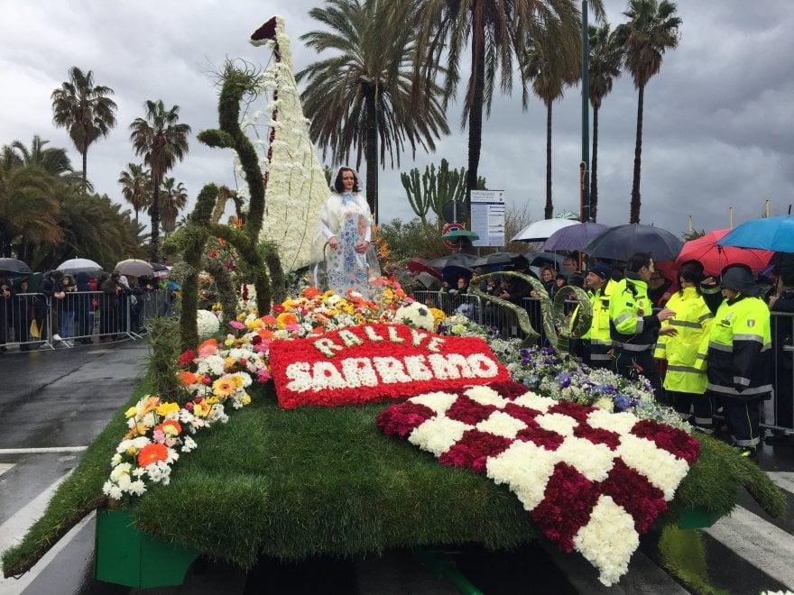 Sanremo, il Carnevale dei Fiori, nonostante le nuvole