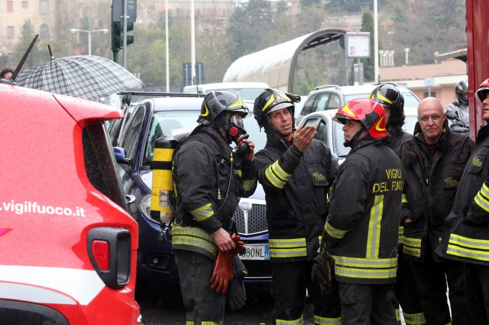 Allarme a Genova per un furgone rubato e abbandonato