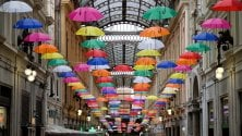 Galleria Mazzini, un soffitto di ombrelli colorati