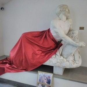 Cairo Montenotte, coperta la statua di Epaminonda per il convegno islamico, si scatena la polemica