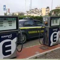 Furto e ricettazione di carburante a Genova, un arresto e 17 indagati