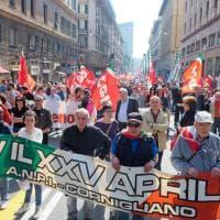 Il 25 Aprile a Genova, folla al corteo, fischi al sindaco, l'Anpi critica i contestatori