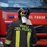 Incendio in via Fieschi, chiusa la strada per mezz'ora