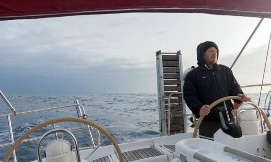 Velisti dispersi nell'Oceano Atlantico, si riaccende la speranza: l'Italia avvia le ricerche