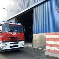 Alloggio migranti in fiamme a Genova, cinque sfollati