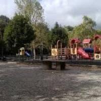 Molesta bambini al parco, fermato