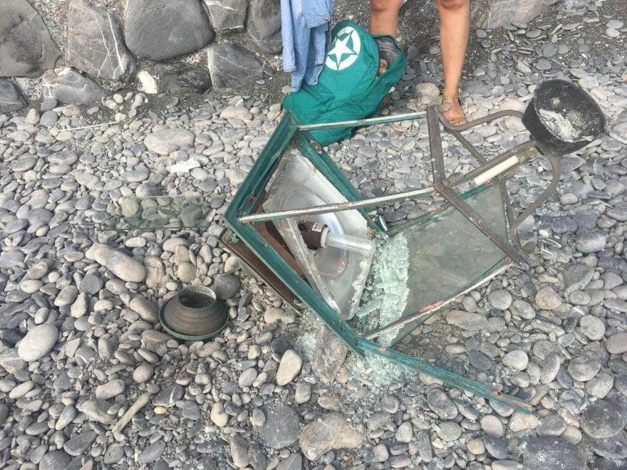 Fanale cade in spiaggia a Camoglie e ferisce una turista
