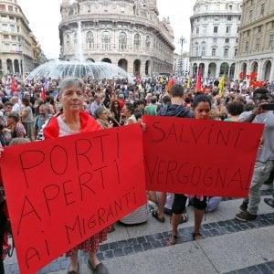 """Associazioni, sindacati, scuole, in 500 in piazza a Genova per """"Porti aperti"""""""