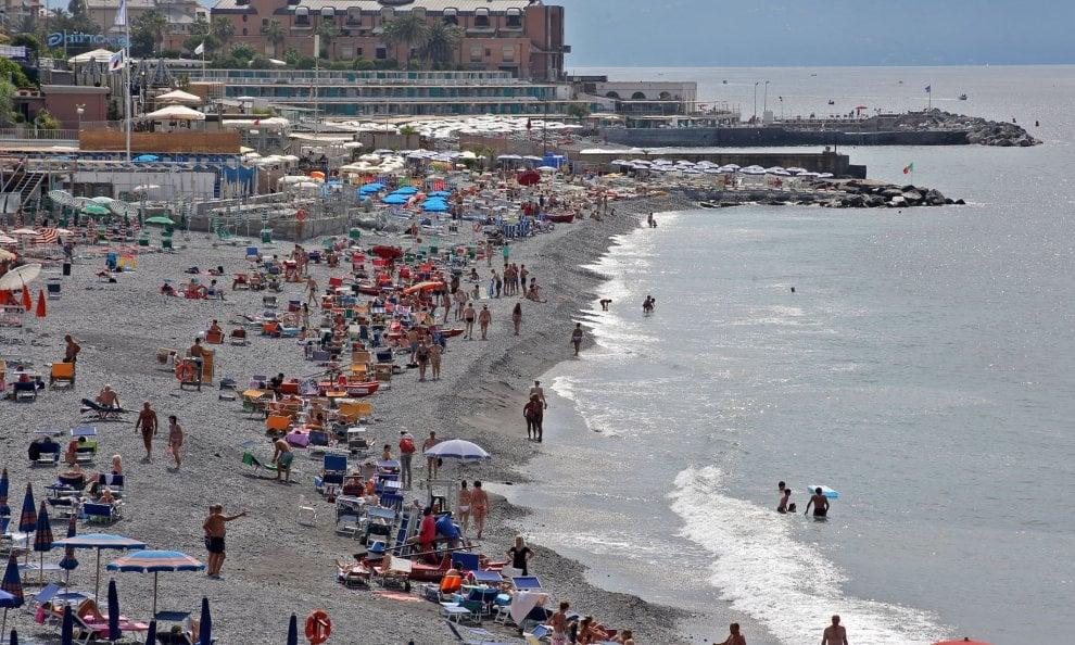 Spiagge affollate in corso Italia