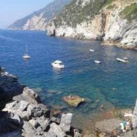 Affonda lo yacht incendiato a Portovenere, allarme inquinamento