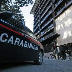 Aggredisce la madre e i carabinieri, trentenne in manette
