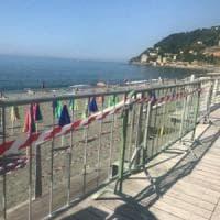 La spiaggia dei bambini di Voltri riapre con le transenne