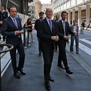 """G8, il capo della polizia Gabrielli dai giudici di Genova: """"Molta acqua è passata sotto i ponti"""""""
