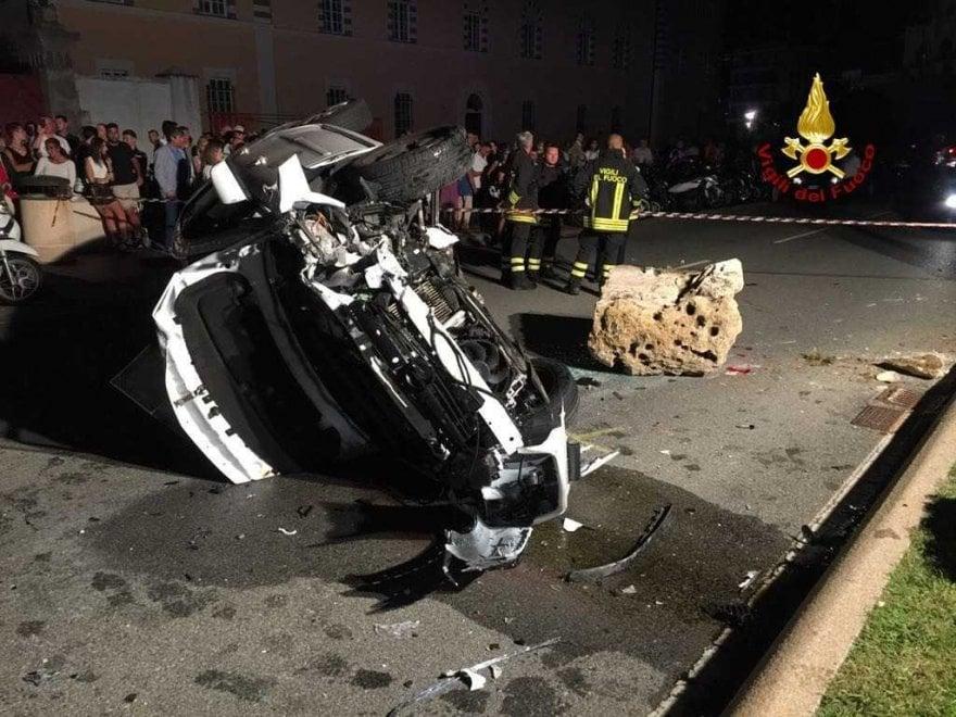 Taxi si ribalta in corso Italia, tre feriti