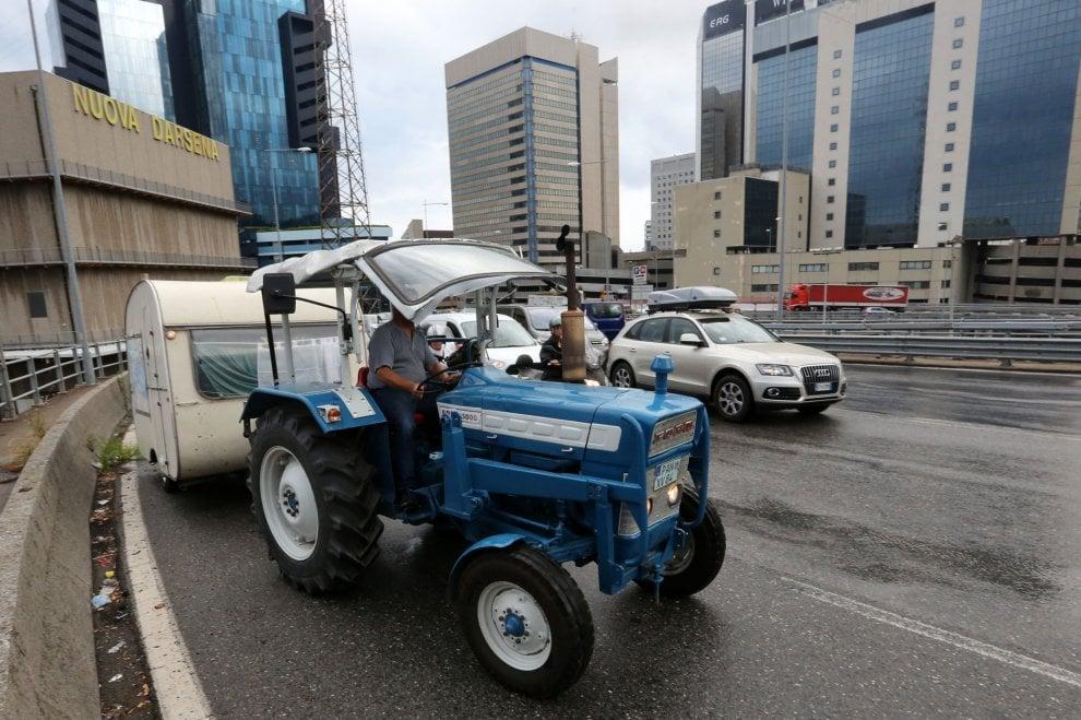 Tre trattori sull'elicoidale in viaggio per le Canarie