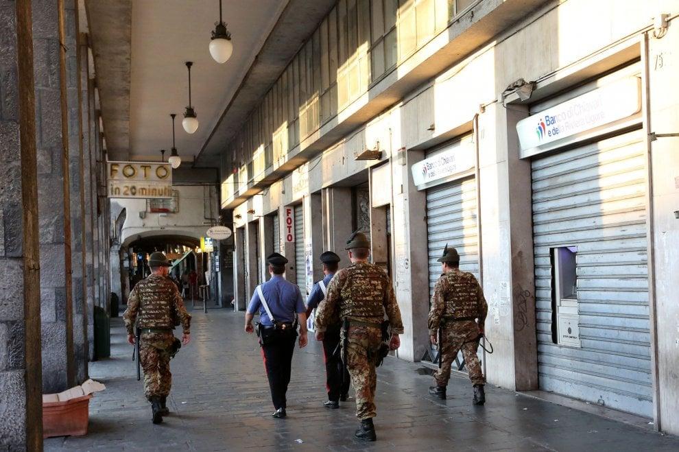 Centro storico, i carabinieri nei vicoli contro spaccio e degrado