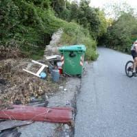 Peralto, di corsa o in bici, slalom tra rifiuti e cinghiali