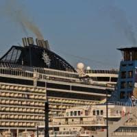 Fumi dalle navi, quartieri assediati: