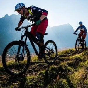 Raduno di mountain-bike per aiutare gli anziani