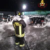 Incendiate quattro auto sotto sequestro a Cornigliano