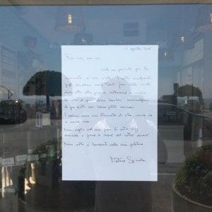 """""""No vax non siete i benvenuti"""", gelataio di Chiavari mette il cartello in vetrina"""