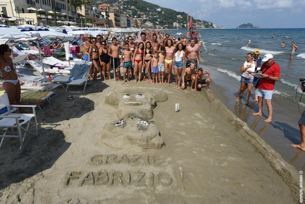 La gara dei castelli di sabbia vince alassio 1 di 1 for Setacciavano la sabbia dei fiumi