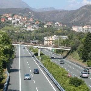 Incidente in moto sull'autostrada A10, una donna morta e un ferito grave