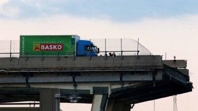 Genova, crollo del ponte Morandi, rimosso il camioncino della Basko