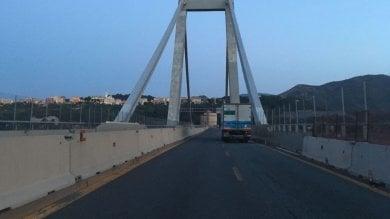 All'alba sul ciglio dell'abisso dopo il crollo di ponte Morandi  Video   di MATTEO PUCCIARELLI
