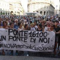 Crollo ponte Morandi, emozioni e pensieri su carta in una manifestazione a De Ferrari