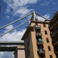 Scricchiolii dal ponte Morandi, stop al recupero dei beni nelle case