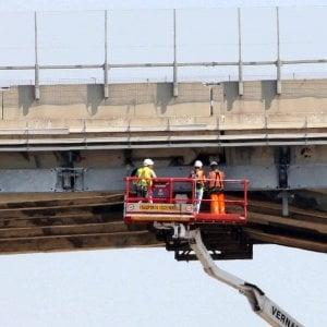 Collapse Morandi bridge, the two stumps must be killed