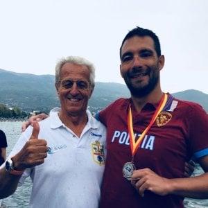 Nuoto, Stochino vince ancora la Coppa del Mondo e dedica la vittoria a Genova ferita