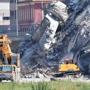 Amianto nei detriti, stop ai lavori sotto il Ponte Morandi