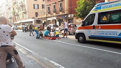 Attraversa via Cornigliano, quarantenne travolto da moto pirata