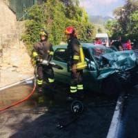 Bordighera, scontro tra auto e bus, due morti