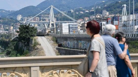 """Crollo ponte Morandi, la rabbia degli sfollati: """"Pronti a protestare sotto casa di Grillo"""""""