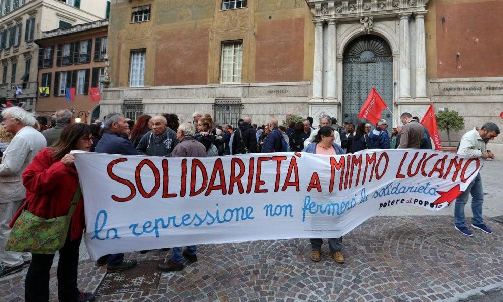 Genova, presidio di sostegno a Domenico Lucano, sindaco di Riace